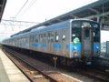 [鉄道][121系][貫通幌]JR四国121系電車(Tc120-1+Mc121-1+121系別編成2両)/多度津駅2006.04