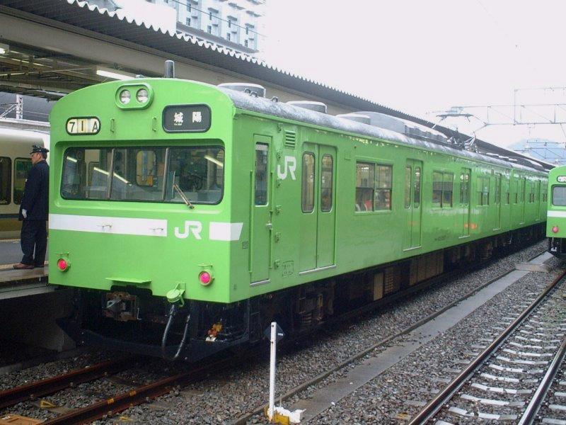 ☆JR奈良線城陽行き普通・クモハ103-2507/京都駅2003年3月
