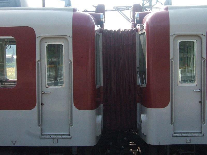 ★012:近鉄2430系連結面(右:2435F)/青山町駅091003