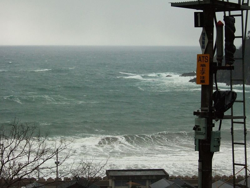 餘部探訪(59)餘部駅信号機と冬の日本海080113