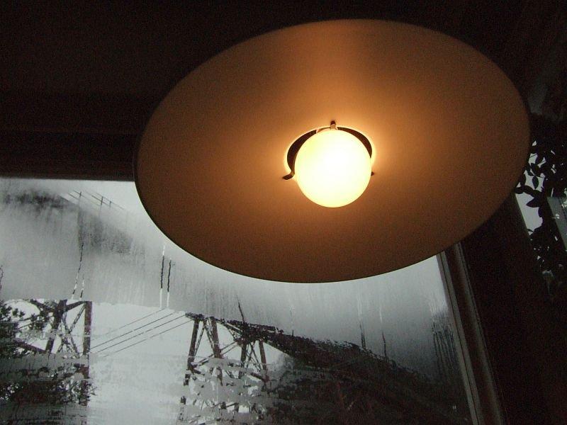 餘部探訪(72)橋の下の喫茶店から…余部鉄橋橋脚とランプシェード080113