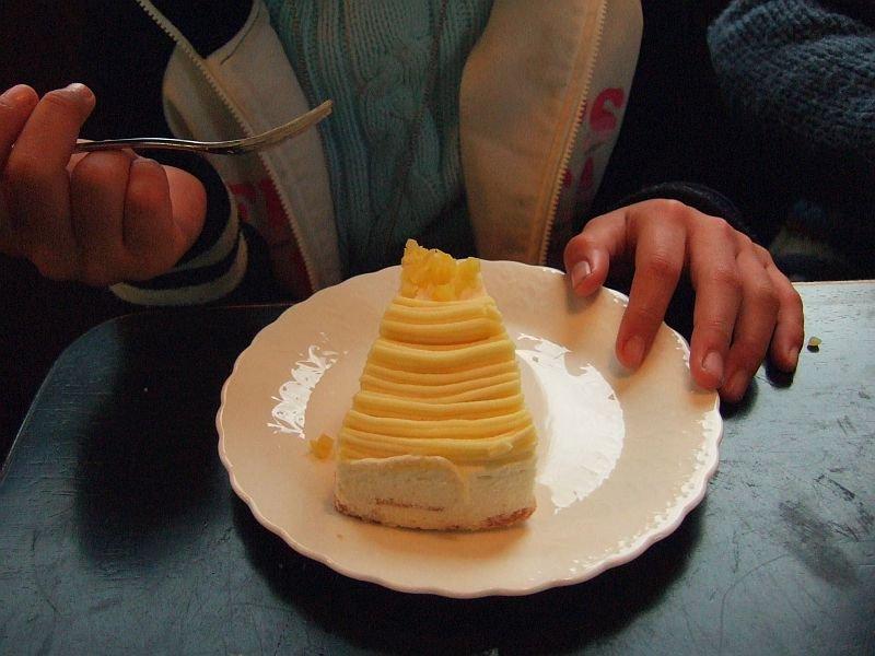 餘部探訪(73)橋の下の喫茶店…レモンチーズケーキ080113