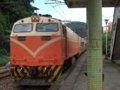 [鉄道][台鐵EL]★243:団体列車(E238EL+莒光号形客車)/暖暖車站下行ホーム通過中