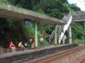 [鉄道][風景][駅]★246:台鐵宜蘭線・暖暖車站-瑞芳方面(台北方面の區間車を待つ人々)