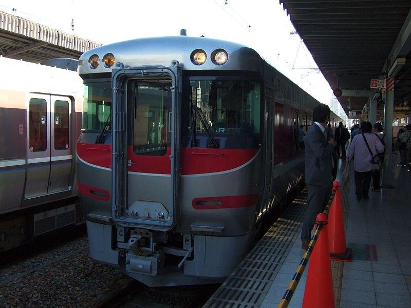 「はまかぜ」新型車両展示会(5)キハ189-3/神戸駅1番ホーム2010.10.17