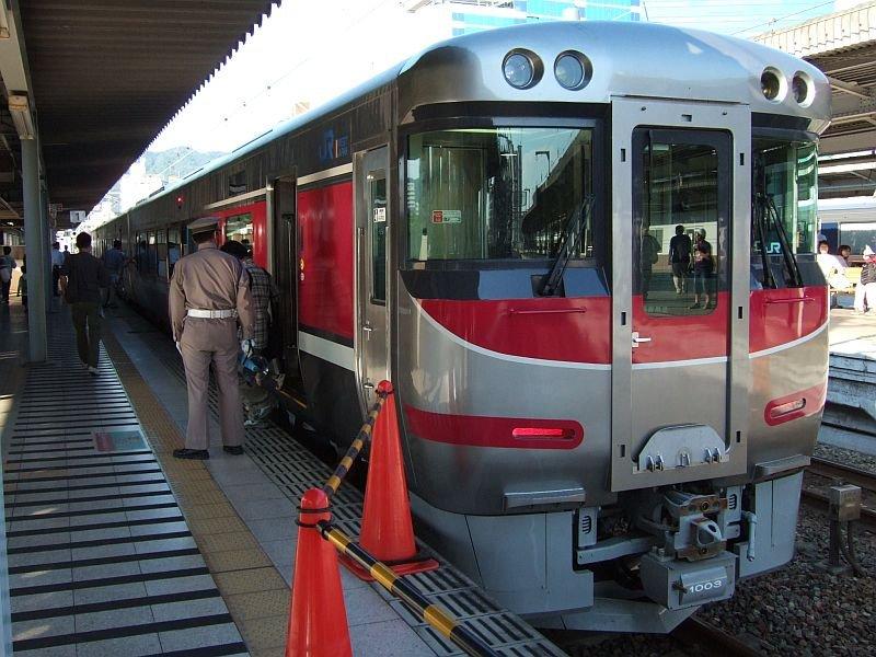「はまかぜ」新型車両展示会(29)キハ189-1003/神戸駅1番ホーム2010.10.17