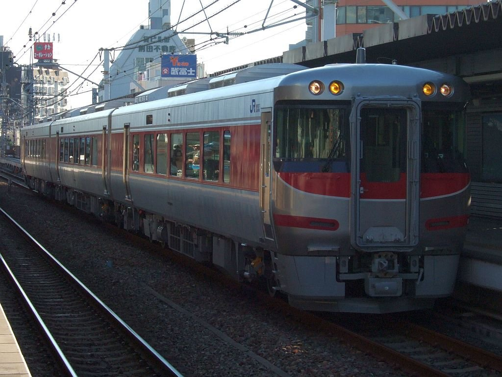 「はまかぜ」新型車両展示会(38)キハ189-3側/神戸駅1番ホーム2010.10.17