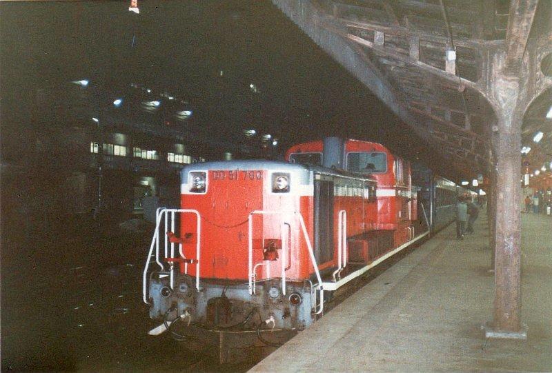 ★山陰本線普通列車夜行「山陰」DD51 780機関車 京都駅1985.03
