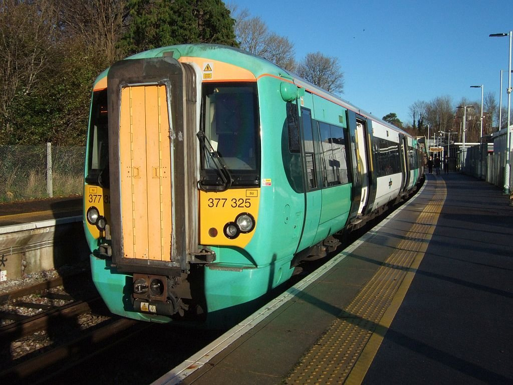 ☆026:Southern/ London Bridge行き電車 East Grinstead駅(Electrostar)