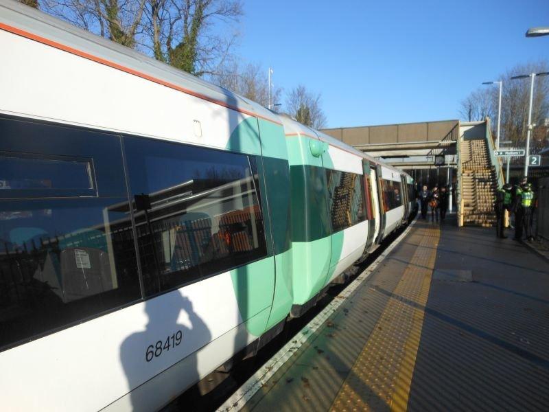 ☆030:Southern/ London Bridge行き電車 East Grinstead駅(Electrostar)
