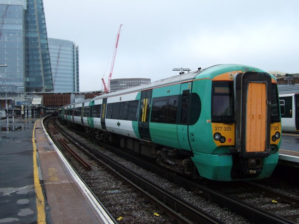 ☆035:Southern/ Class377 Electrostar (377325-377319-377152) London Bridge駅