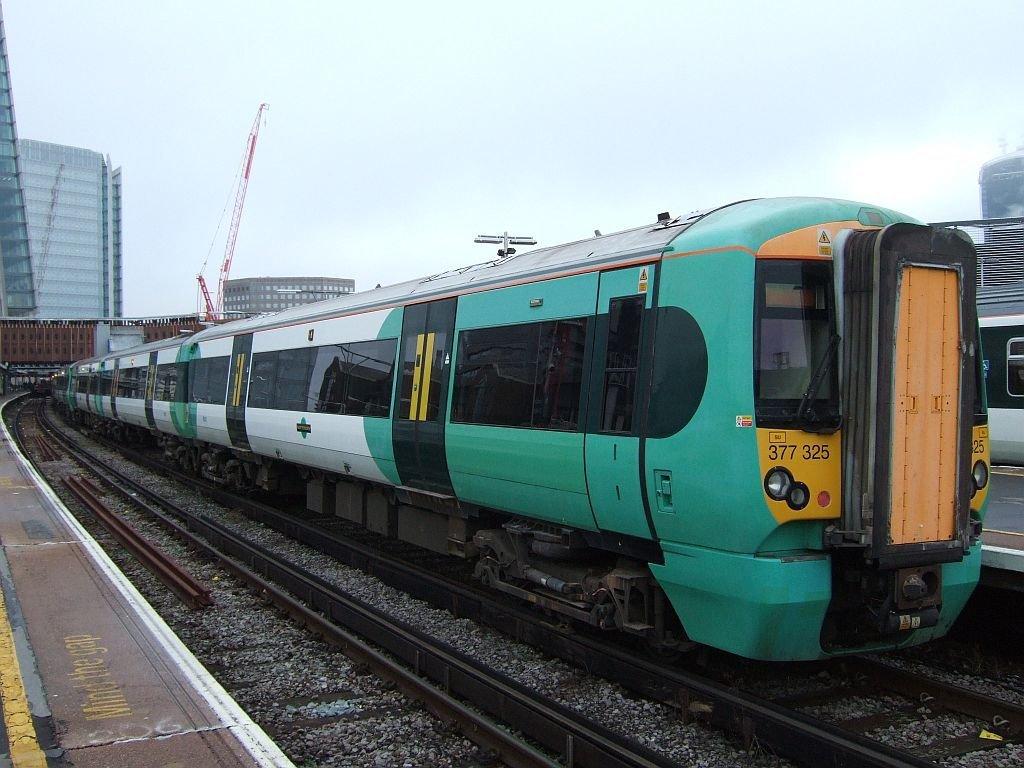☆037:Southern/ Class377 Electrostar (377325-377319-377152) London Bridge駅