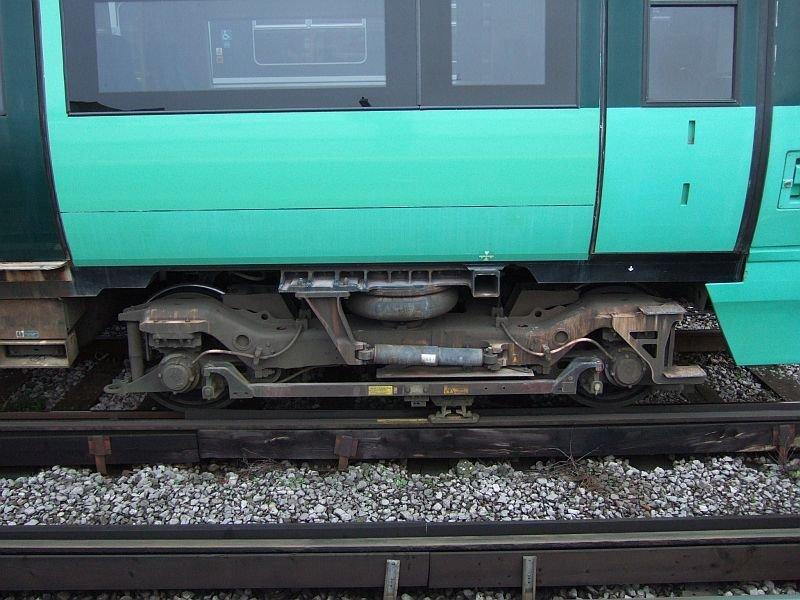☆040:Southern/ Class377 Electrostar (377325)台車と集電装置 London Bridge駅