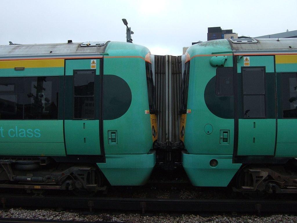 ☆042:Southern/ Class377 Electrostar (377325-377319連結面) London Bridge駅