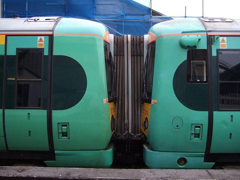☆043:Southern/ Class377 Electrostar (377319-377152連結面) London Bridge駅