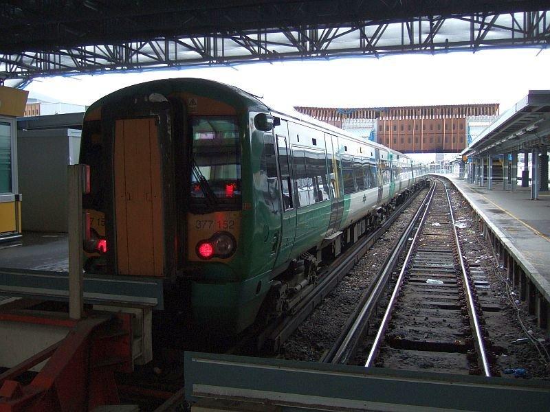 ☆045:Southern/ Class377 Electrostar (377152等10両) London Bridge駅