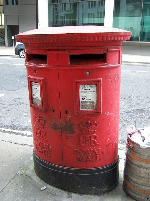 ☆058:Royal Mail ポスト(円筒形) / London Bridge-Tower