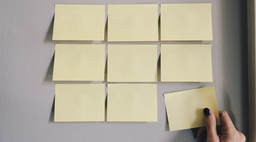 作業の効率化!壁にホワイトボードを取り付けました