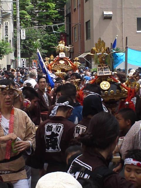 富岡八幡の例大祭 新川でも神輿