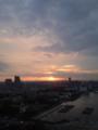 おは。薄い雲の切れ目に日の出