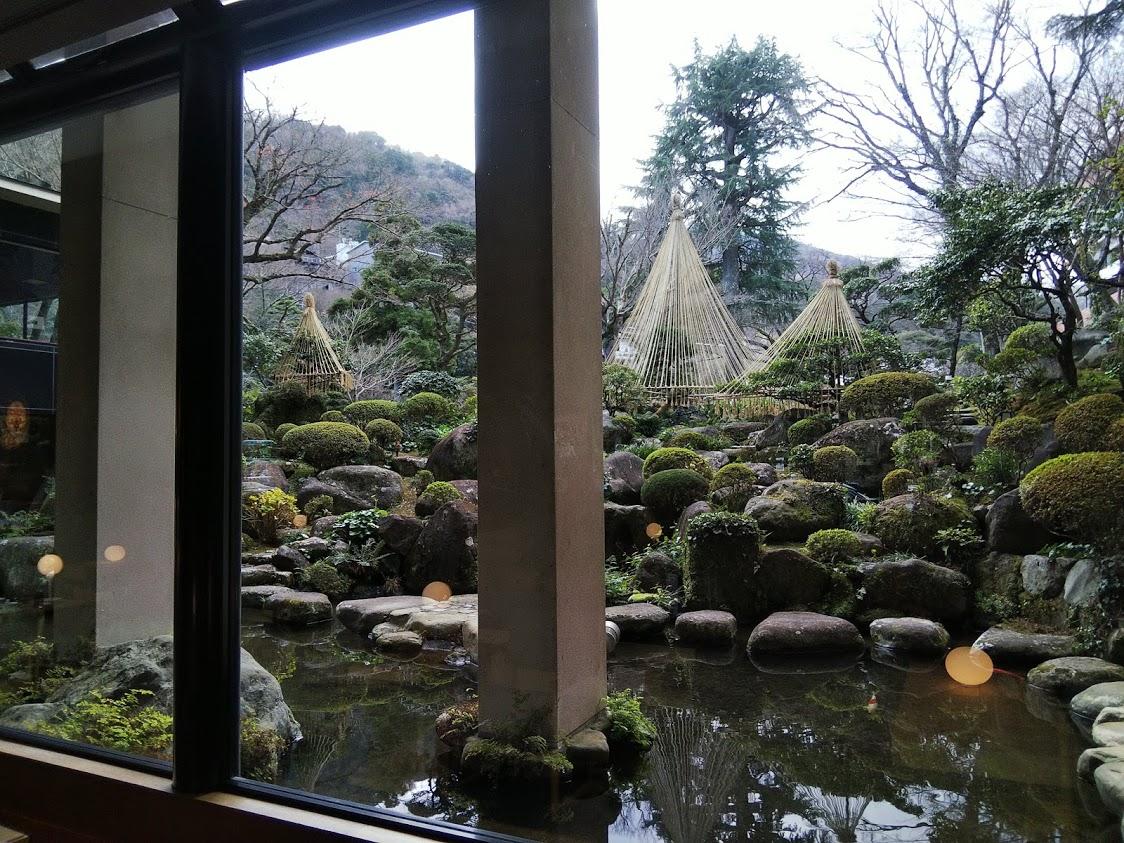 吉池旅館ロビーからみた日本庭園