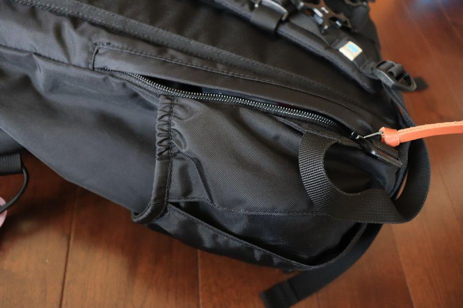 カリマーデイパックR背面ポケット