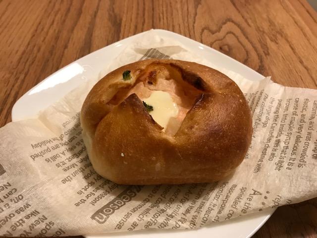 伊三郎パン サーモンポテト&レモンマヨネーズ
