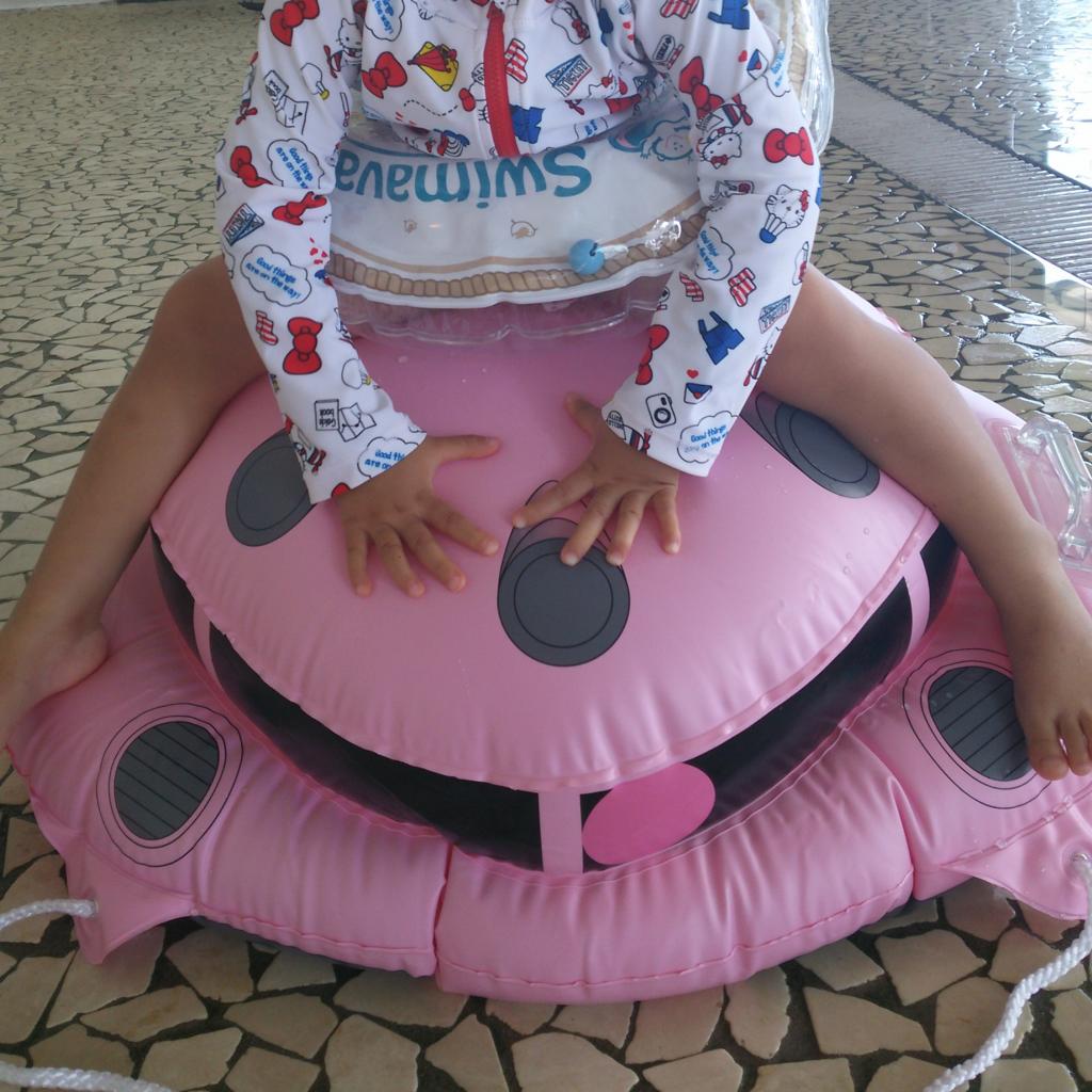 2歳児に搭乗され、苦しそうな表情?のシャア専用ズゴック フロート