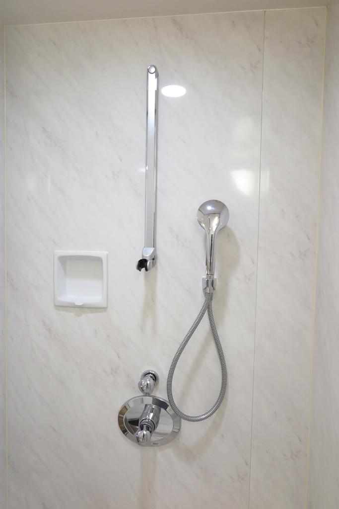 お部屋にシャワーが別にあります