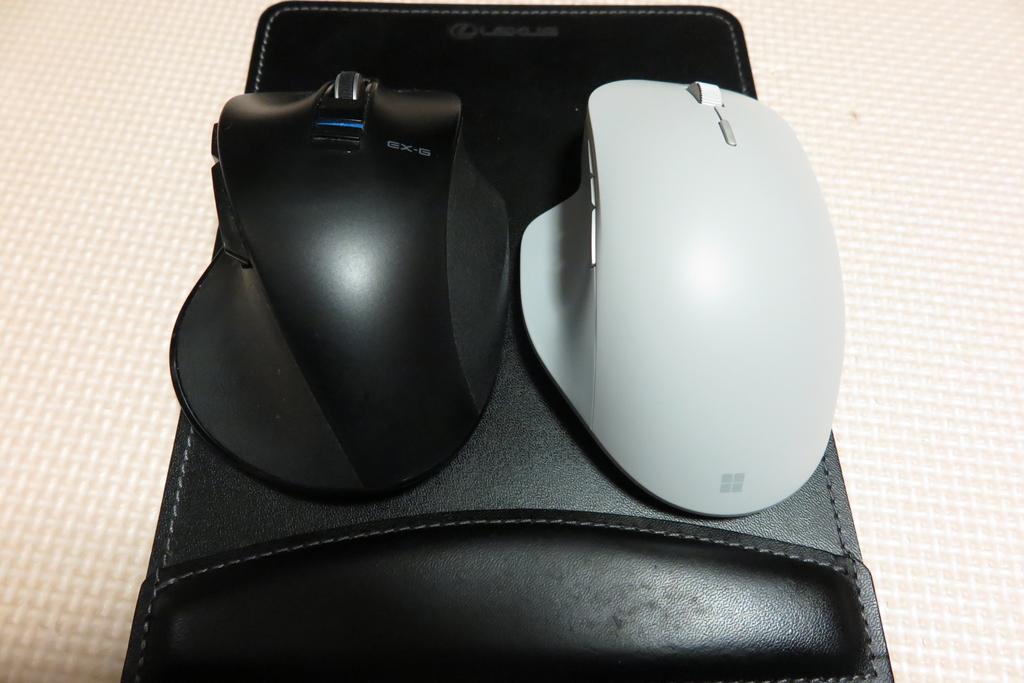 大きさ比較(左:ELECOM、右:Microsoft)