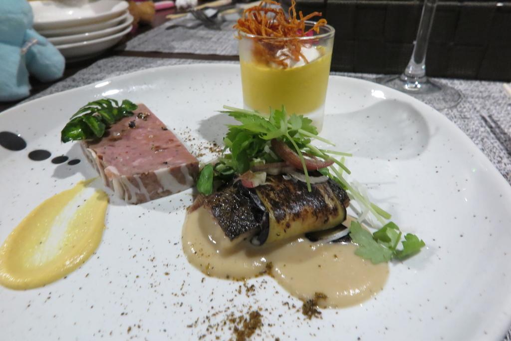 ディナーAコース オードブル3種盛(鹿肉のパテ、茄子と真鰯、ニンジンムース)