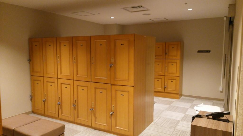 温泉スパ(大浴場、水着着用ゾーン)の更衣室