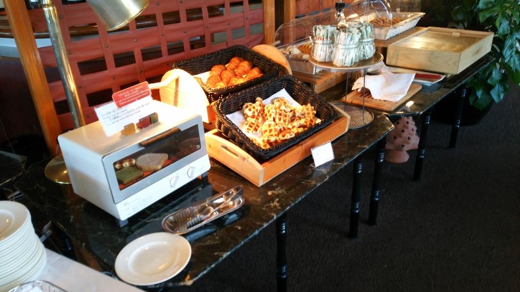 ダイニングFUJIの朝食:パン用のオーブントースターありました