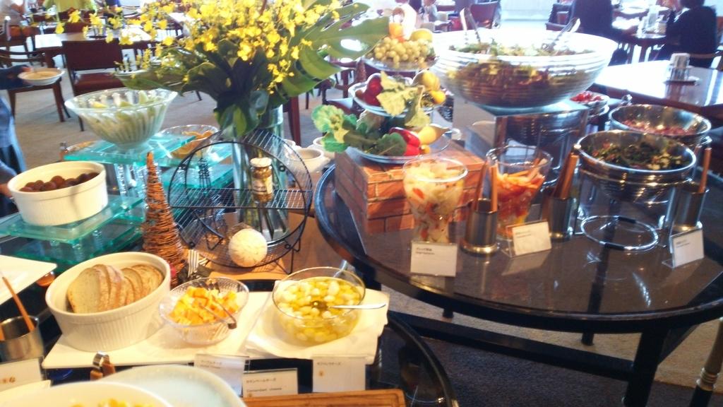 ダイニングFUJIの朝食:フルーツ、野菜など