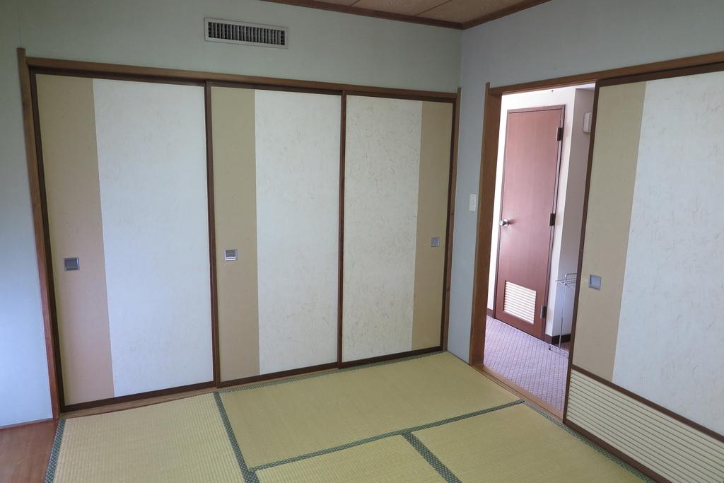 6畳間2(玄関側)