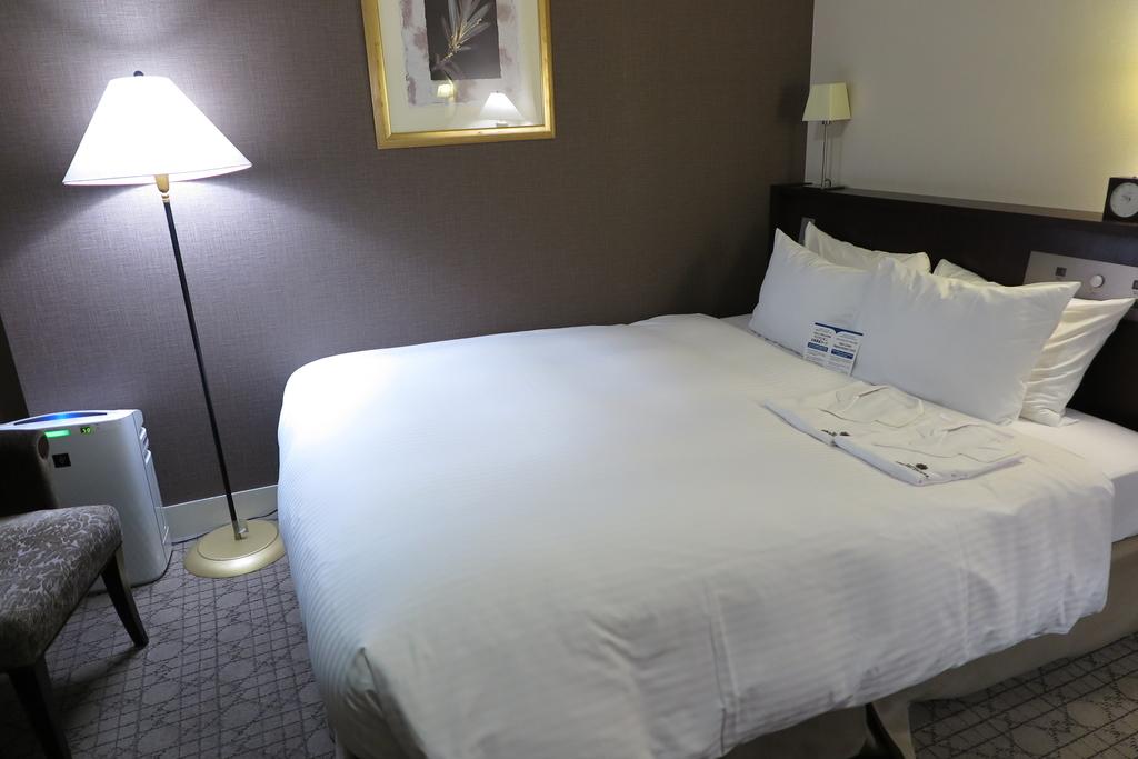 本館ダブルルームのベッド