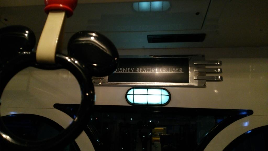 ディズニーリゾートクルーザの車内