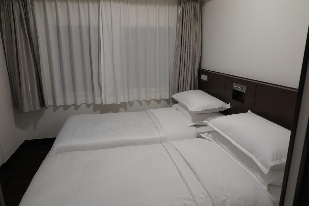 お部屋の右奥にも2台のベッドが
