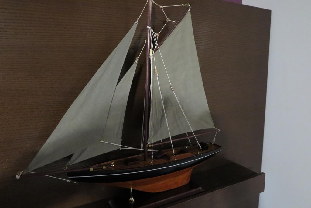 お部屋に飾られていた帆船の模型
