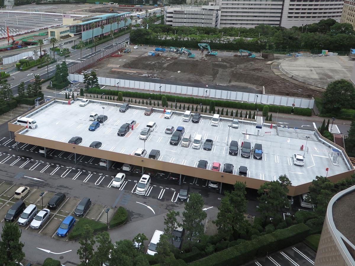 ヒルトン東京ベイの2階建て駐車場