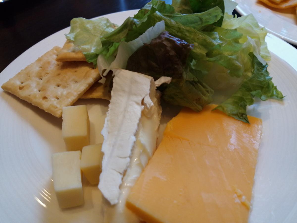 カクテルタイムのお料理(チーズ)