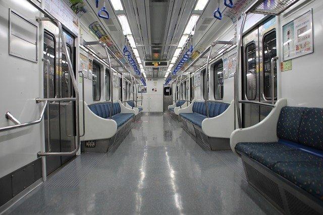 電車通勤ならBluetoothのイヤホンとヘッドフォンどっち?