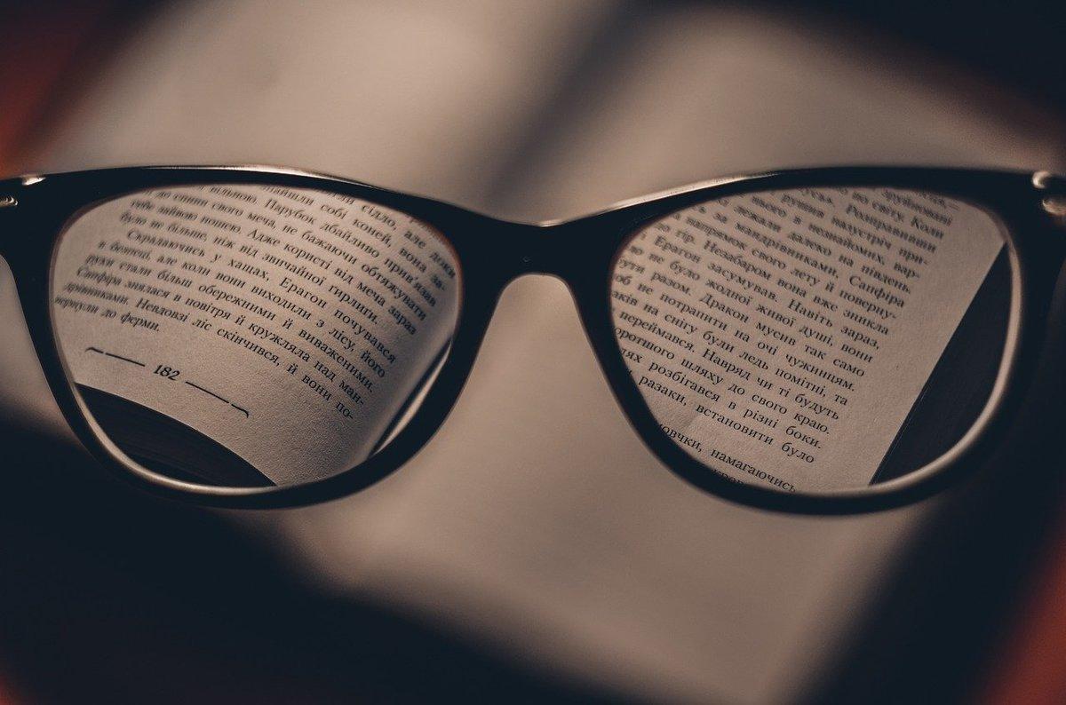 目が疲れないのは、むしろ電子書籍!?