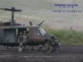 [総合火力演習][総火演][自衛隊][陸上自衛隊][陸自][汎用ヘリ][偵察バイク][JGSDF][UTILITY HELICOPTER]UH-60JAから降車するKLX250