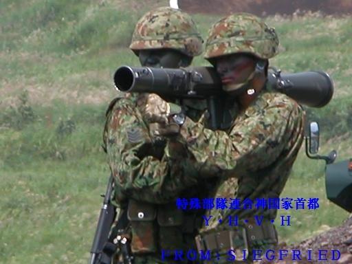 84mm無反動砲を構えた射手と装填手 その1