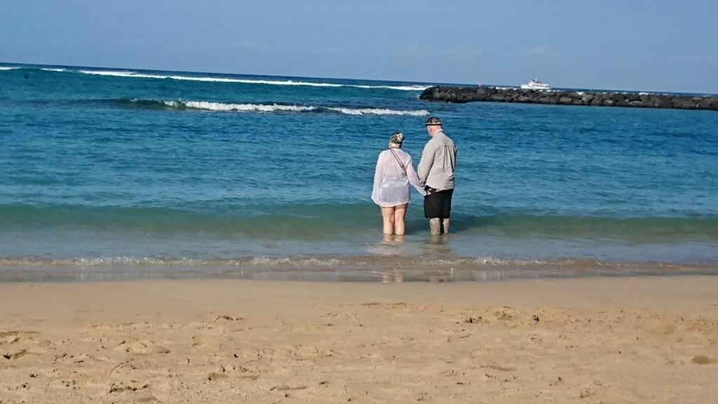 幸せそうな老夫婦