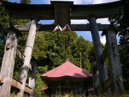 虫倉神社 伊折 - 中条村虫倉山