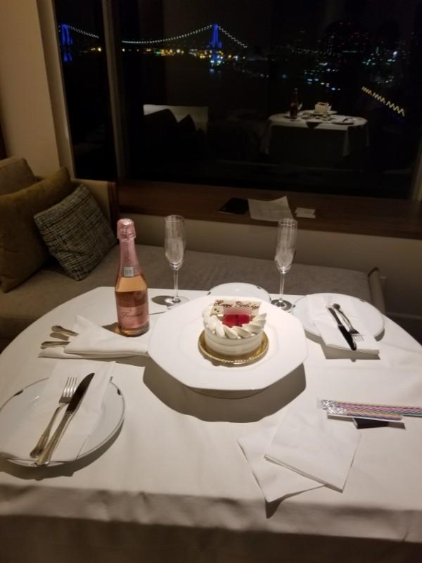 インターコンチネンタル東京ベイからの夜景とケーキ