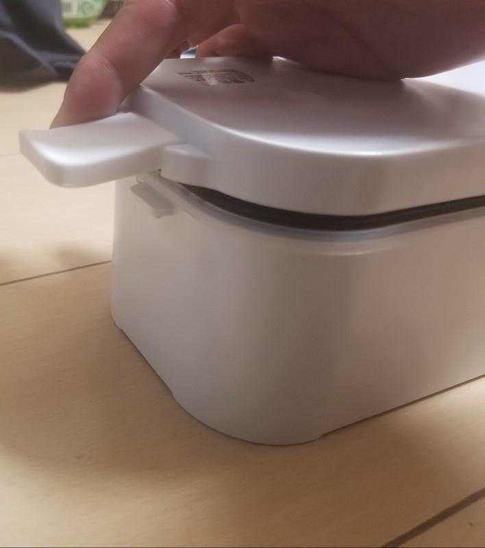 おひとりさま用超高速弁当箱炊飯器のフタを閉める前