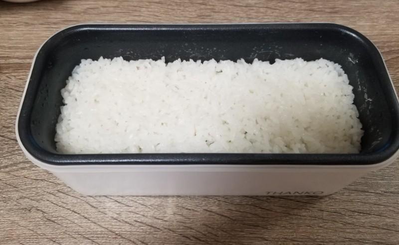 おひとりさま用超高速弁当箱炊飯器で炊飯したご飯